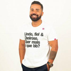 CAMISETA LINDO, FIEL E CHEIROSO. QUER MAIS O QUE BB?