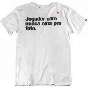 CAMISETA COM FRASE JOGADOR CARO NUNCA OLHA PRA FOTO